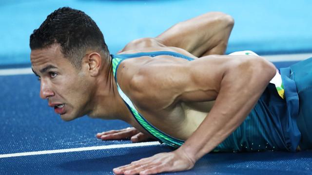 Brasileiro cai nos 110 m com barreiras, mas vai para a semifinal