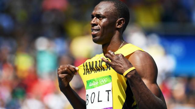 Bolt passeia nos 200m rasos e vai às semifinais