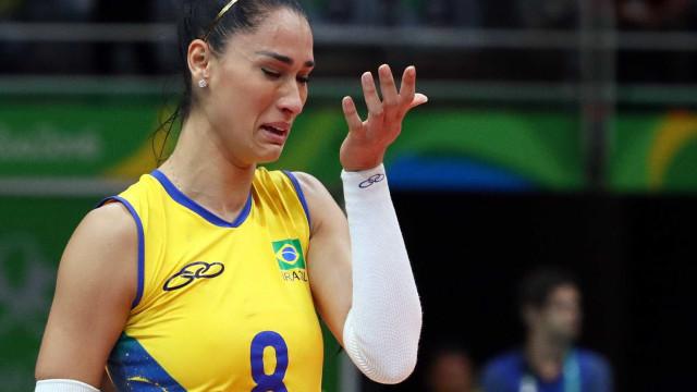 Em pior resultado em 28 anos, brasileiras caem nas quartas para a China