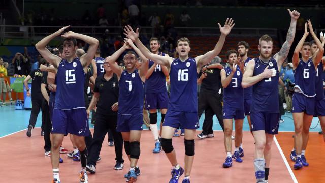 Em jogo acirrado, Itália vence  EUA e vai para final do vôlei