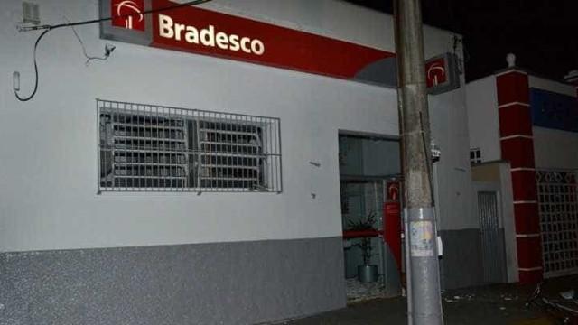 Explosão destrói agência bancária durante assalto em Icém