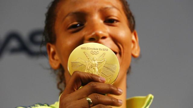 Rafaela Silva vai a Cidade de Deus para comemorar medalha de ouro olímpica