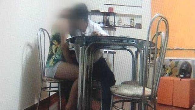 Professor flagrado em vídeo abusando de aluna de 12 anos está foragido