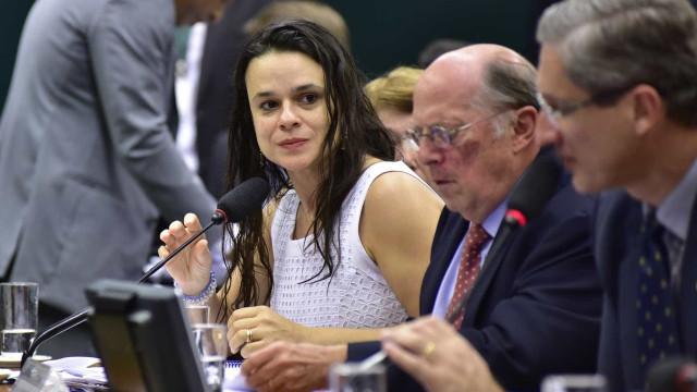 Janaina Paschoal pede que apoiadores fiquem em casa