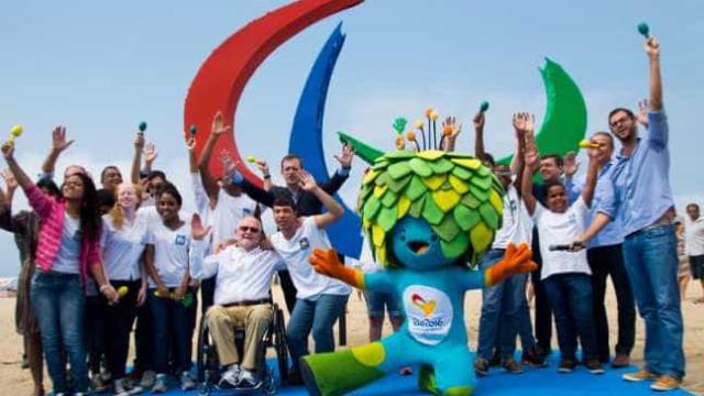 Escultura dos Agitos Paralímpicos é inaugurada em Copacabana