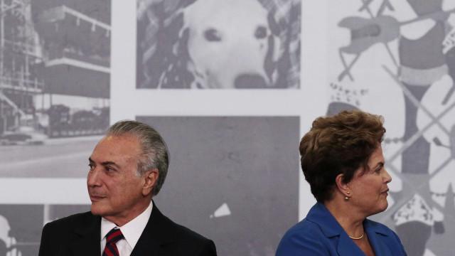 Dilma usa livro de Temer para defender fatiamento de votação no STF