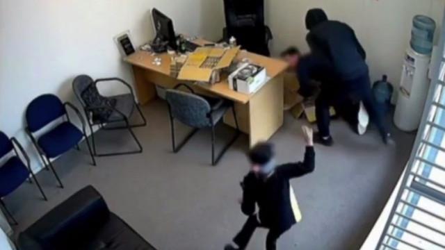 Menina de seis anos tenta salvar homem da ação de ladrão armado