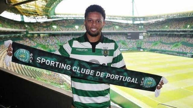 Ex-Corinthians André é apresentado pelo Sporting, de Portugal