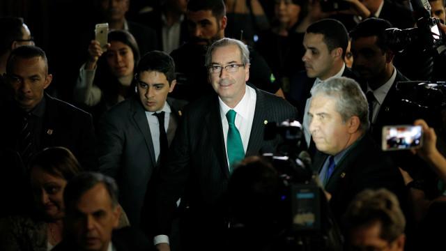 Mesmo cassado, Cunha poderá manter benefícios da Câmara