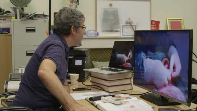 Médico em Londres 'opera' via Skype  paciente na Síria