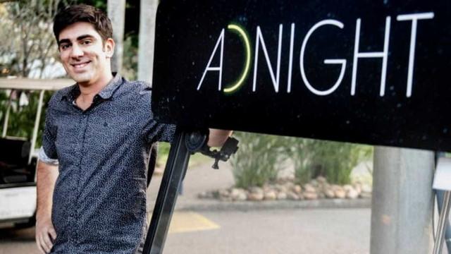 Adnet manda recado para Porchat  em dia de estreia na Record