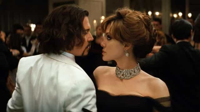 Johnny Depp estaria 'consolando' Angelina Jolie após separação