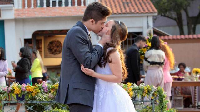 Manuela e Joaquim se beijam em 'Cúmplices de Um Resgate'