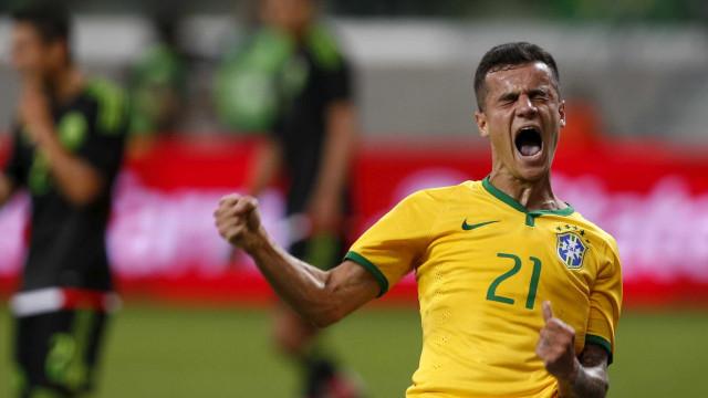 """Tite chama Coutinho de """"mago"""" e dá faixa de capitão para Renato"""