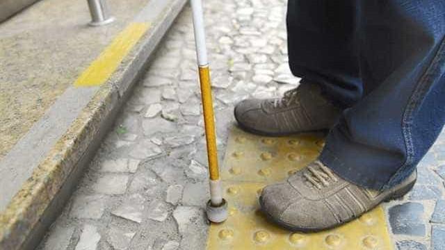 Alunos criam robô que funciona como guia para deficientes visuais