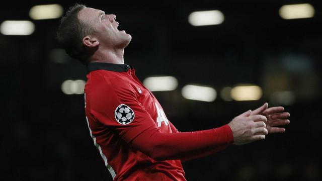 Mourinho indica que deixará Rooney no banco novamente