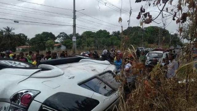 Mulher mata jovem atropelado e tem carro  queimado por moradores