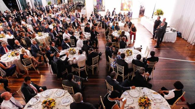 Governo oferece 2º jantar a deputados em troca da aprovação da PEC 241