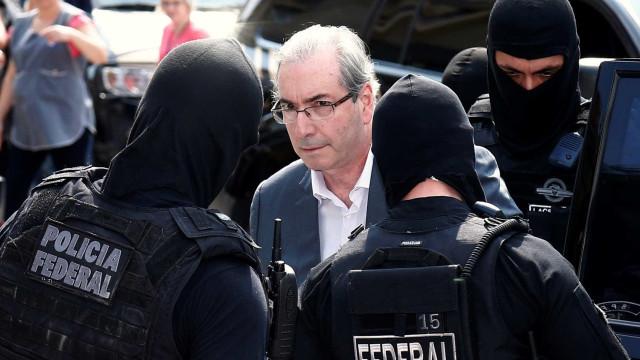Após 5 dias preso, defesa de Cunha entra com pedido de habeas corpus