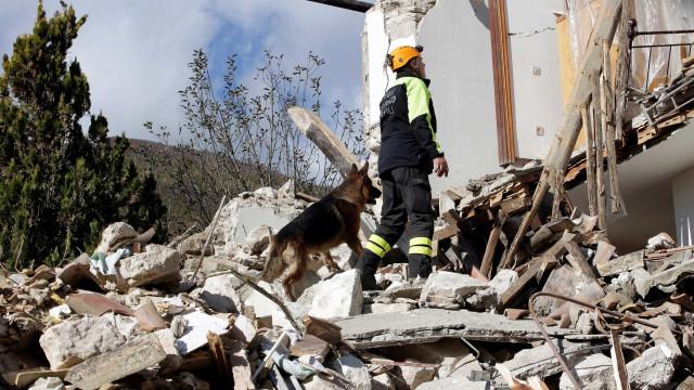 Tremor na Itália é sentido durante  cúpula sobre reconstrução