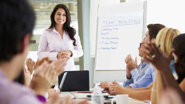 6 dicas para melhorar a postura  em uma reunião de negócios
