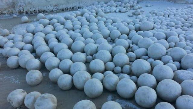Fênomeno bizarro: bolas gigantes aparecem na Sibéria