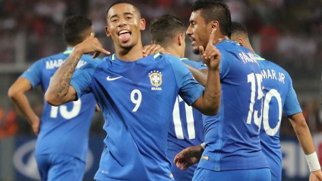 Artilheiro da seleção, Gabriel Jesus diz que não imagina superar Neymar
