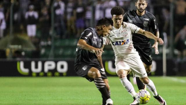 Corinthians vacila e não depende mais de si por vaga na Libertadores