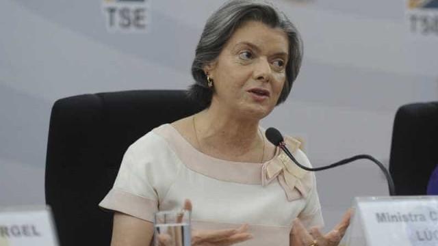 Cármen Lúcia revela peso e diz que engordou na presidência do STF