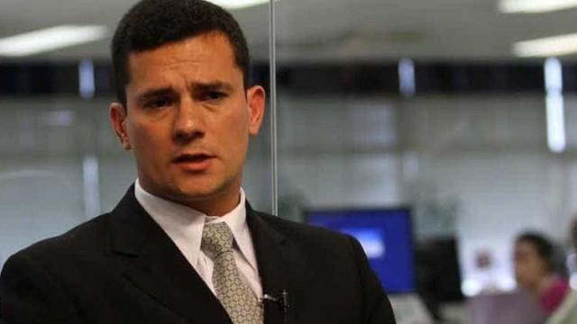 Sem assédio, juiz Sergio Moro vota em Curitba