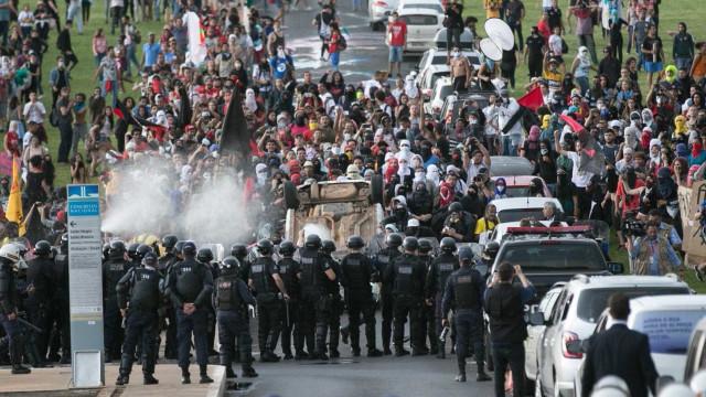 Manifestação contra PEC 55: 9 ministérios  foram danificados