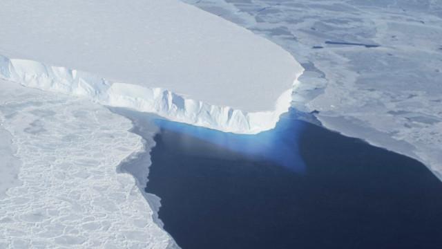 NASA descobre fenda de cem quilômetros na Antártida