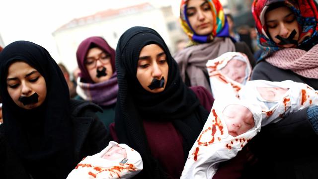 Síria: Famílias querem autorização para matar filhas e evitar estupros