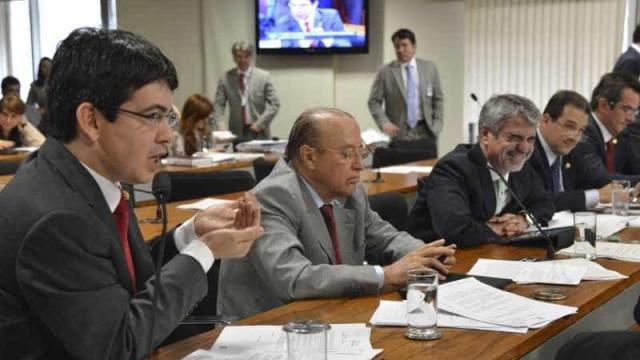 Senado deve gastar R$ 680 mil com TVs full HD para parlamentares