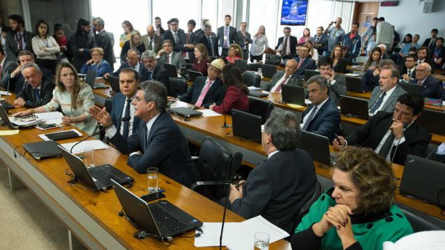 Comissão rejeita inclusão da proposta de novas eleições em 2017