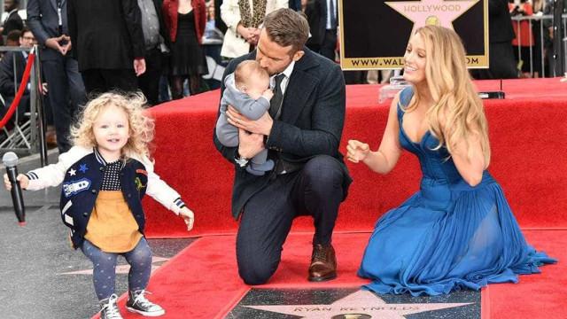 Reynolds e Blake Lively surgem com a família reunida pela 1ª vez