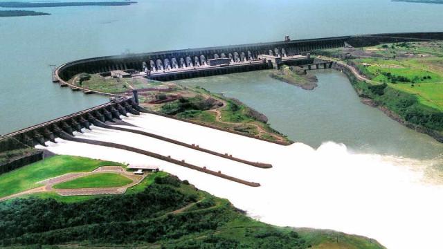 Inaugurada hidrelétrica com capacidade de quatro usinas nucleares