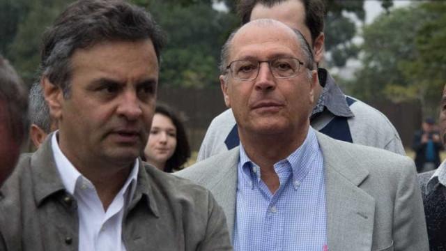 Presidente do PSDB de São Paulo marca território contra Aécio Neves