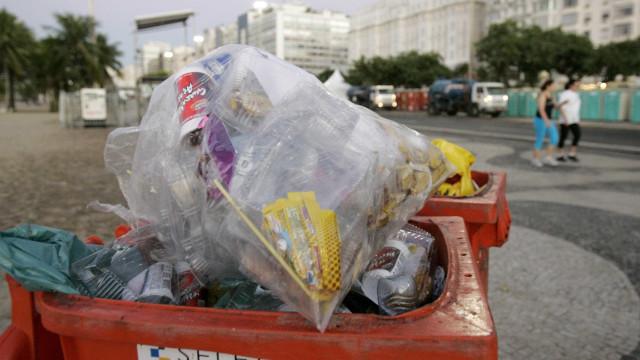Corpo é encontrado dentro de latão de lixo; bandidos deixaram mensagem