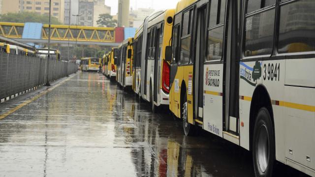 Crivella decidirá sobre reajuste de passagens de ônibus no Rio