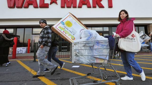Consumo desacelera e renda pessoal fica estável nos EUA