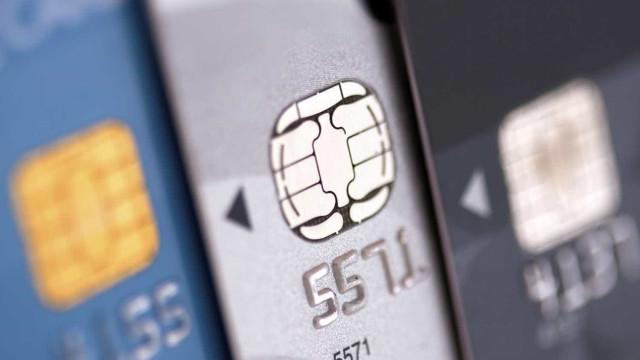Juro do cartão de crédito bate recorde e chega a 482,1% ao ano