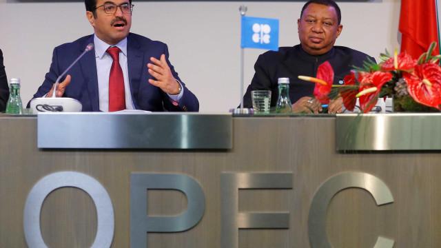 Chefe da Opep vai discutir  sobre cortes na produção de petróleo
