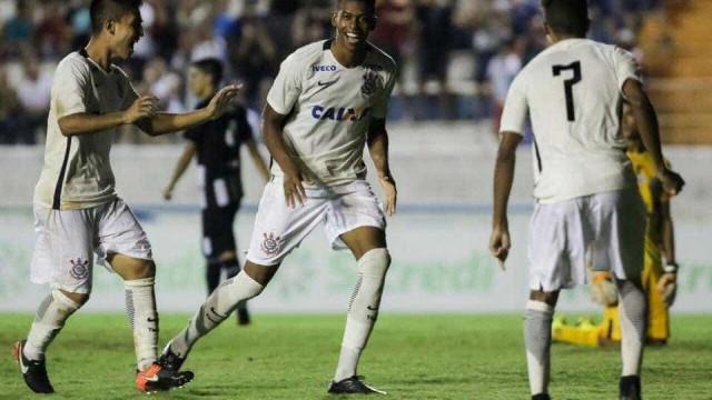 'Gigante' decide e Corinthians se classifica na Copinha