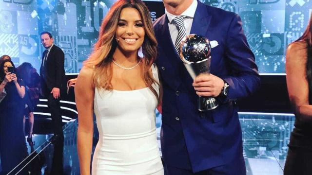 Eva Longoria e C. Ronaldo dividem as atenções em premiação da Fifa