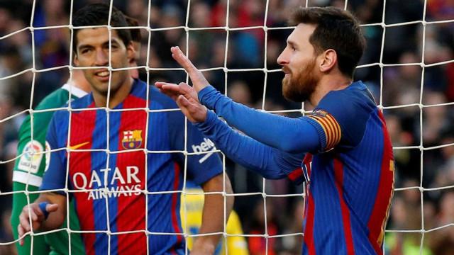 Com Neymar no banco, Barcelona goleia  e Messi encerra jejum