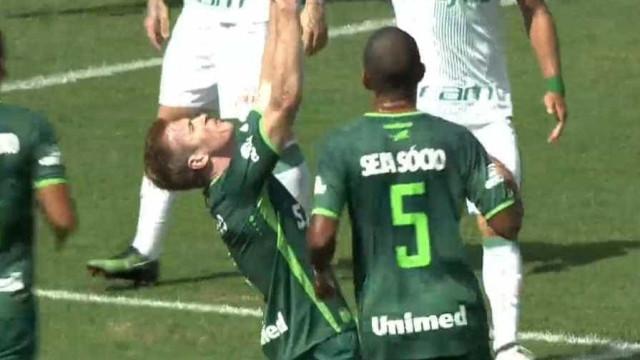 Torcida vai à loucura com o primeiro gol da Chape após tragédia