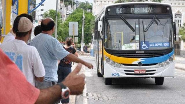 Ônibus voltam a circular em Natal, mas empresas temem novos ataques