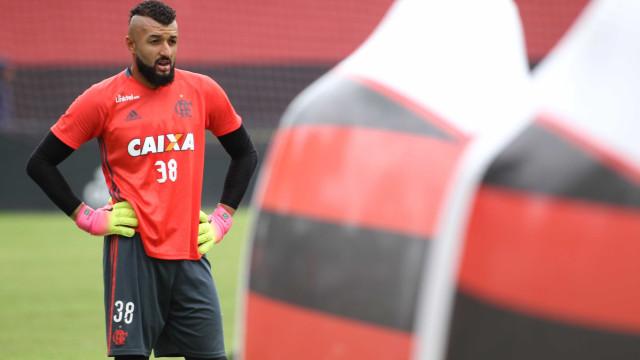 Flamengo renova com quatro jogadores, incluindo goleiro Muralha