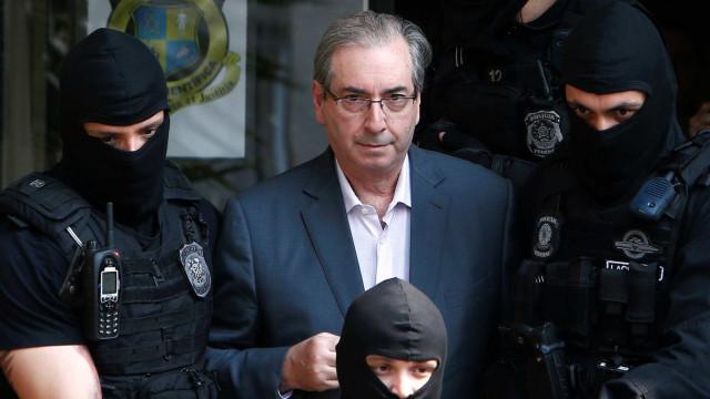 Com tempo livre, Cunha traça estratégias  e surpreende advogados